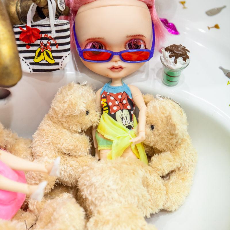 Куклы Блайз в ванной